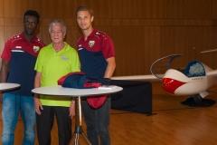 Autogrammstunde mit den SCRA Spielern Philip Netzer und Samuel Yves Gouet